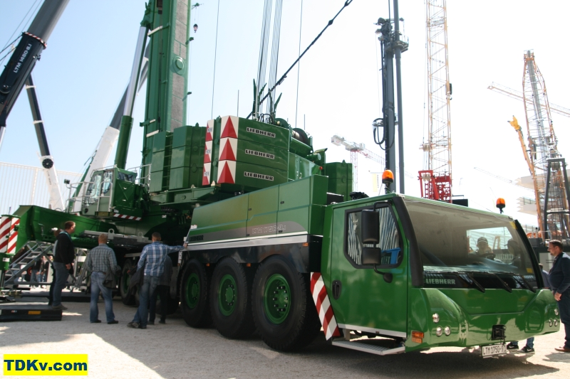 http://www.tdkv.com/sites/default/files/Liebherr-LTM-1750-91-King-Lifting-003.jpg