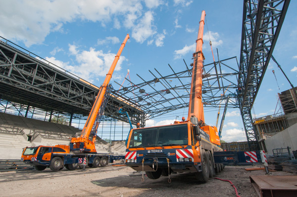 Terex Explorer 5800 and AC 250-1 All Terrain Cranes lift roof elements