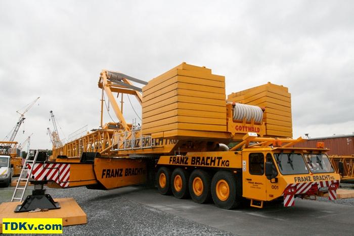Lattice boom crane Gottwald AK 450