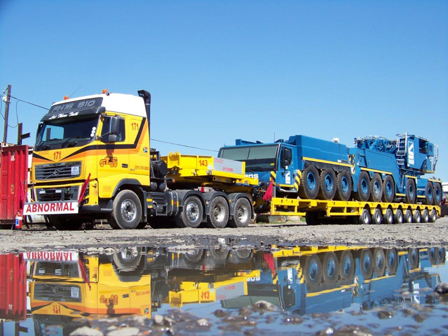 Heavy haulage of Liebherr LTM 1750-9.1 carrier from Sarens in South Africa